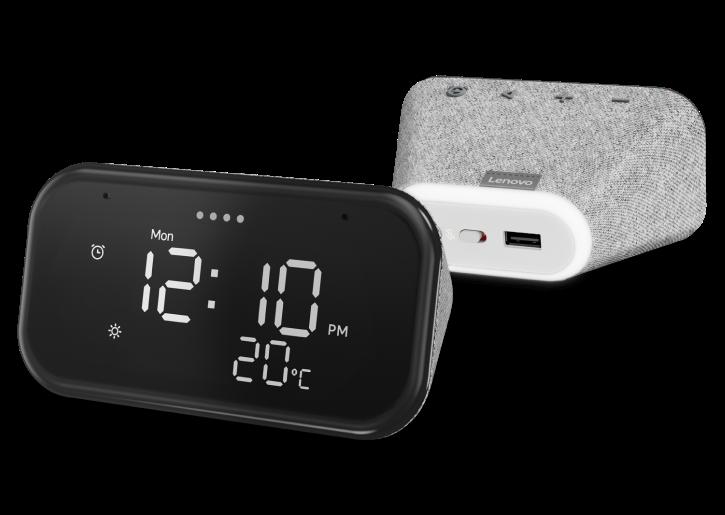 Lenovo Smart Clock Essential vue avant montrant l'heure et la température à l'écran et la vue arrière montrant commutateur muet et port USB